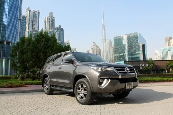 https://quickdrive.ae/uploads/2021/02/12/Toyota-Fortuner-2018.jpg