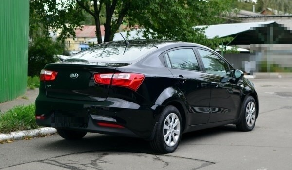 https://quickdrive.ae/uploads/2021/02/12/kia-rio.jpg