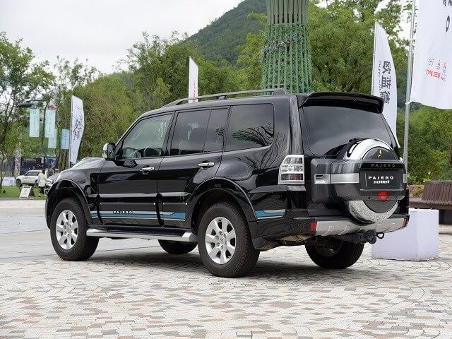 https://quickdrive.ae/uploads/2021/02/13/mitsubishi-pajero.jpg